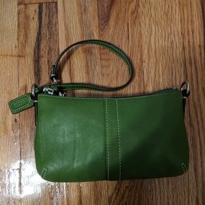 Coach Bags - NEW! W/O TAGS Coach leather wristlet